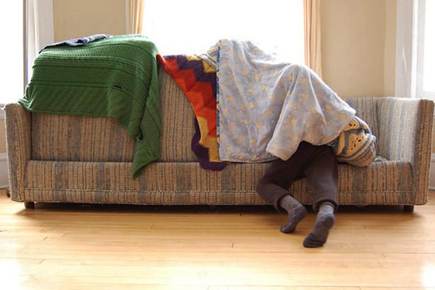Как сделать из подушек дом