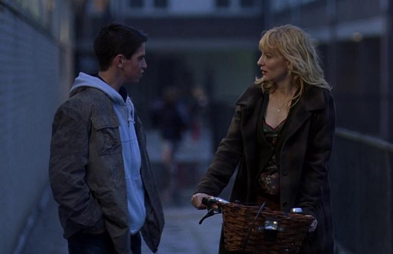 фильм о любовных отношениях зрелой женщины и молодого парня