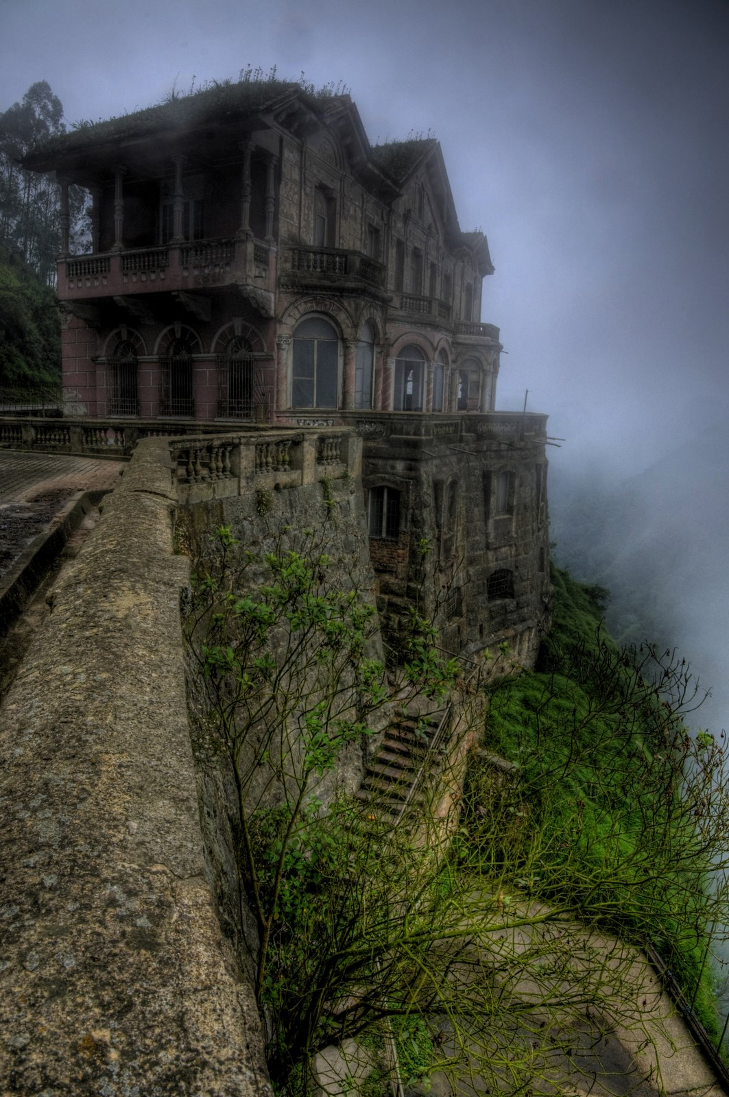 Abandoned And Hunted Hotel del Salto