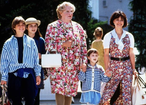 "Кадр из фильма ""Миссис Даутфайр""."
