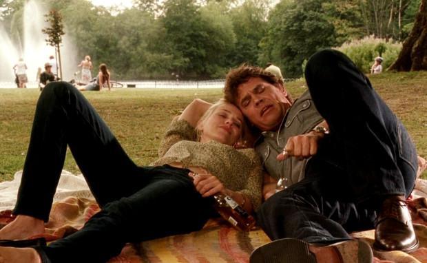 """Кадр из фильма """"Ты встретишь таинственного незнакомца""""."""