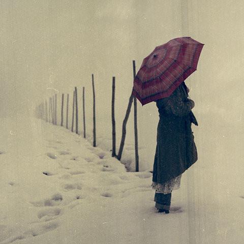 alone-girl-snow-umbrella-favim