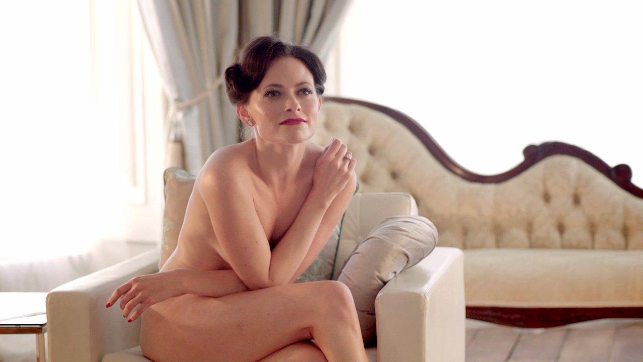 Lara Pulver - Sherlock - S02E01 - 3_4