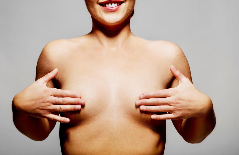 Фото обвисшей морщинистой женской груди, девушки в уборной скрытая камера