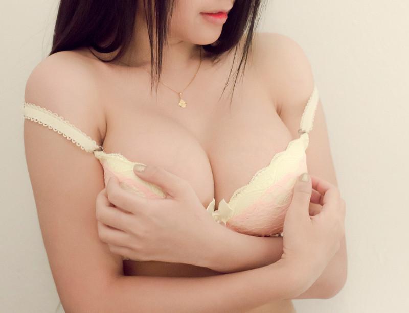 Интим фото грудь с темными ореолами негра