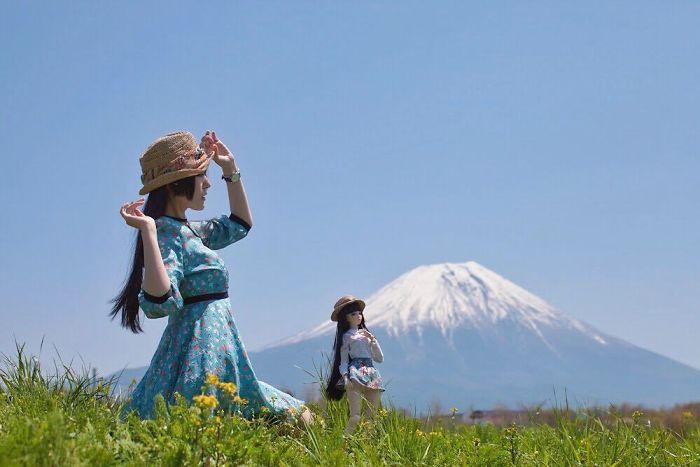 В поле у подножья горы. Автор: Iretaro.