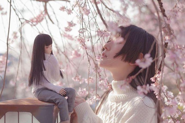 В тени цветущих деревьев. Автор: Iretaro.