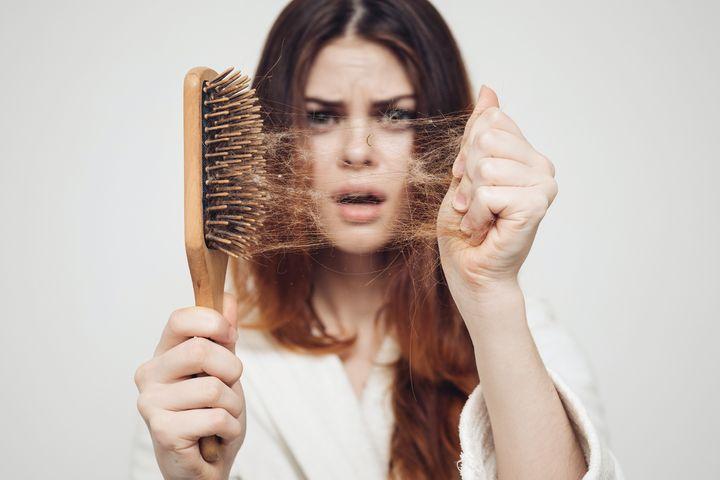 7 ключевых ингредиентов, которые могут помочь остановить выпадение волос