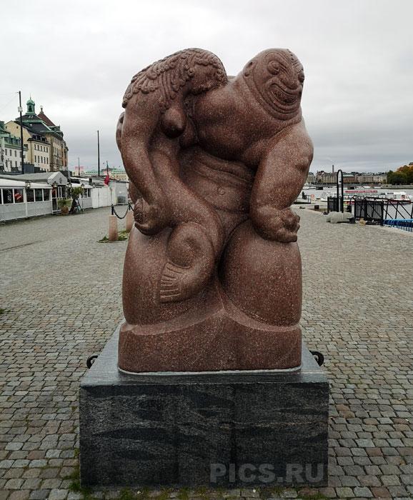 Памятник Русалочке в Стокгольме.