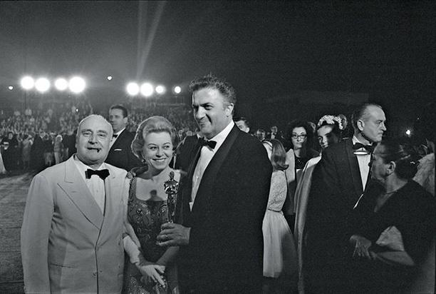 Феллини, Мазина и продюсер Анхело Риццоли получили Оскар за фильм «8 1/2»