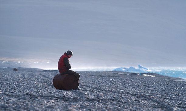 Pavel (Grigoriy Dobrygin) on Rocks