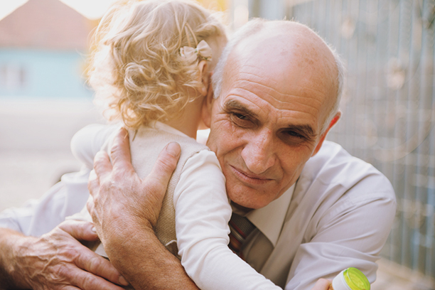 Деды трахают молоденьких видео